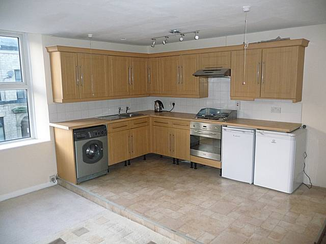 185a manchester road mossley walker property services for Beech effect kitchen base units